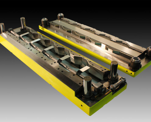 Stampo scroll secondario sagomato con sistema di sostegno del foglio ad azionamento pneumatico